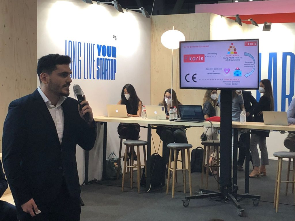 David Garrido, Co-Founder of Karis in the Vision Health Pioneers Incubator, pitches his Berlin startup to an audience at 4YFN in Barcelona